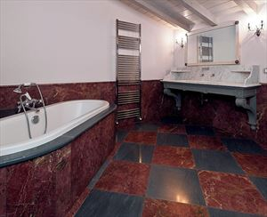 Villa Reality : Bathroom with tube