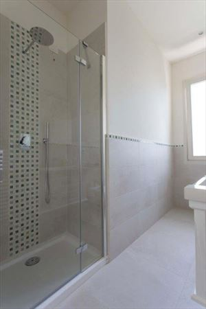 Appartamento Forte Mare : Bathroom with shower