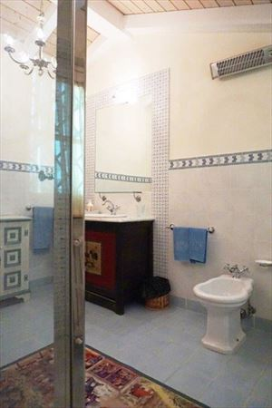 Villa Divina : Bathroom with shower