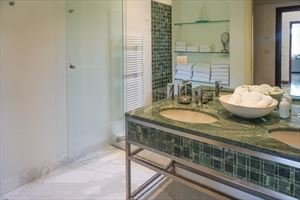 Villa Livia : Bathroom with shower