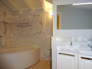 Villa Azzurra  : Bathroom with tube