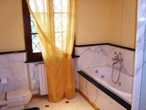 Villa Serenata  : Bathroom with tube